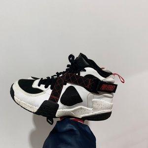 Nike Air Raid Size 9.5 Black White Red